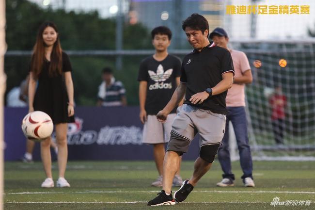 彭伟国指导秀脚法