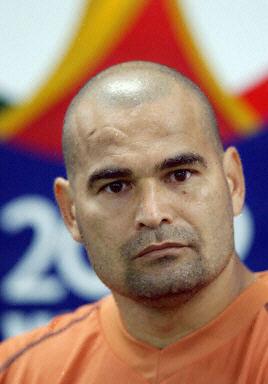 图文-奇拉维特与主帅关系紧张 巴拉圭门将即将