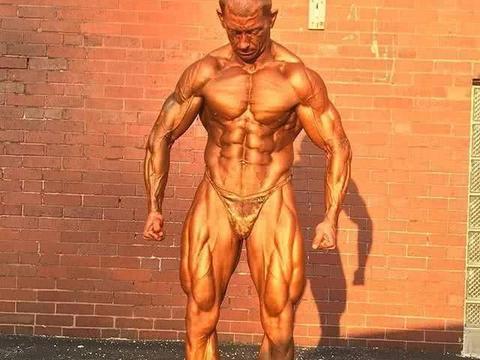英国健身教练,几乎脱干体脂,热身就让人受不了!