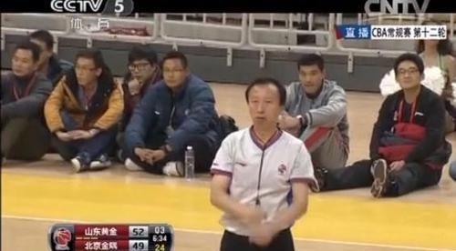 CBA31号裁判退役 曾因偏袒广东遭上海球迷围堵