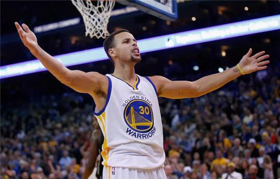 48+6+5+11!全票MVP赛季的那个男人又回来了! NBA新闻 第2张