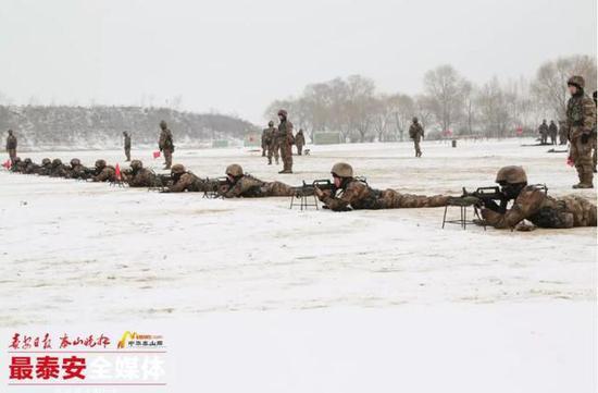 全军老牌特种部队带U25国足军训 看教官风采