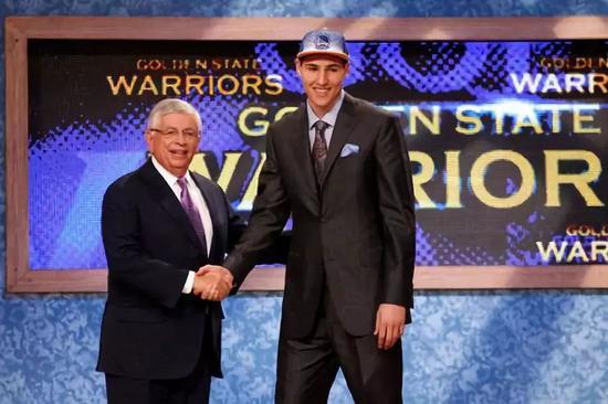 人物|他曾几度被人放弃!如今已成史上最佳之一 NBA新闻 第9张