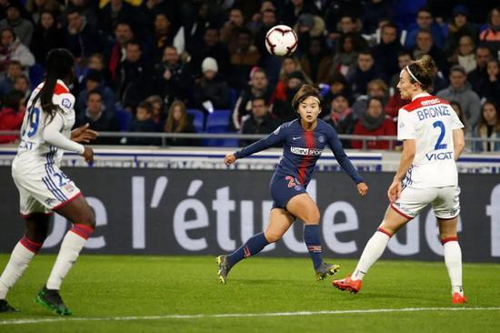 这场关键战,也成了王霜本赛季最后一次代表巴黎圣日耳曼出场。