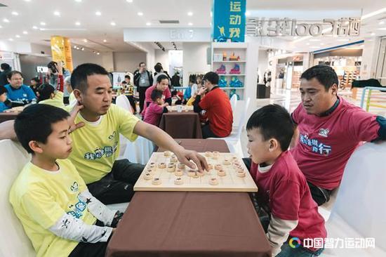 四智会象棋推广活动亲子双人赛在衢江进行