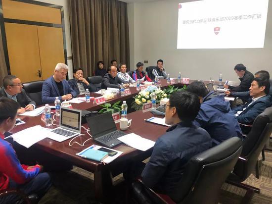 陈戌源考察重庆当代俱乐部 激励发挥西南足球旗帜作用