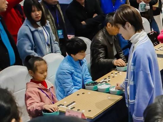 城市围棋联赛系列活动 8岁小棋手现场厮杀