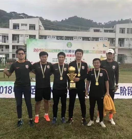 亚博体育-鲁能U15一队获足协杯U15组冠军 足校斩今年第四冠