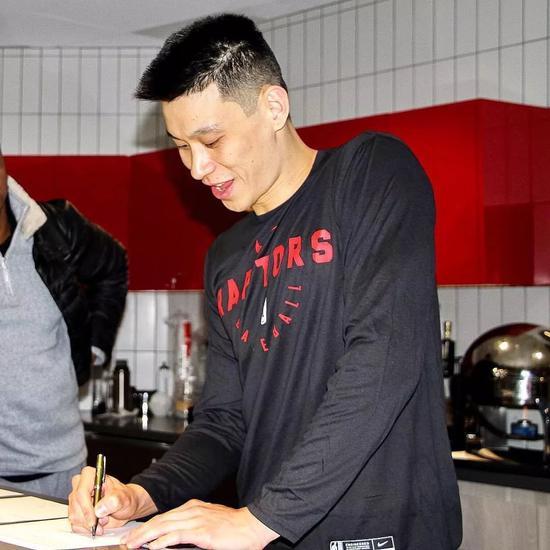 林书豪迎来猛龙首秀!他终于可以打季后赛了! NBA新闻 第5张