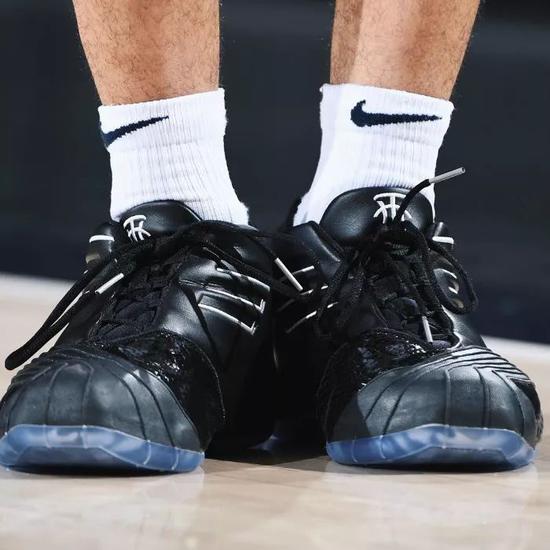 「鞋王塔克」晒出未市售 Nike x FOG 新配色!