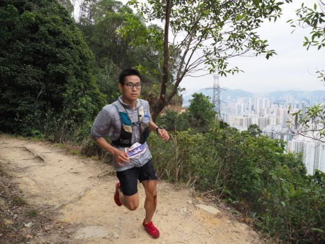 9小时跑完111千米 超马王梁晶魔鬼城下再夺冠