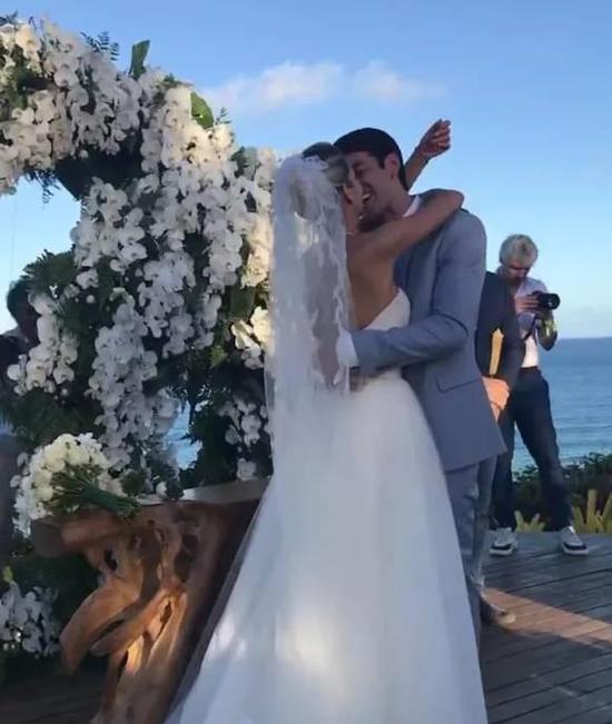 2012年春�:卡卡再婚!盛大唯美婚�Y 卡卡�忧槁�I