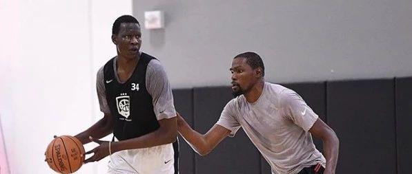 身高2米21能投三分?!这个巨兽要来NBA了!