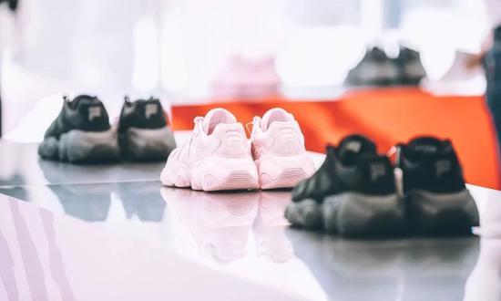 这双征服了半壁时尚圈的老爹鞋,能否征服你
