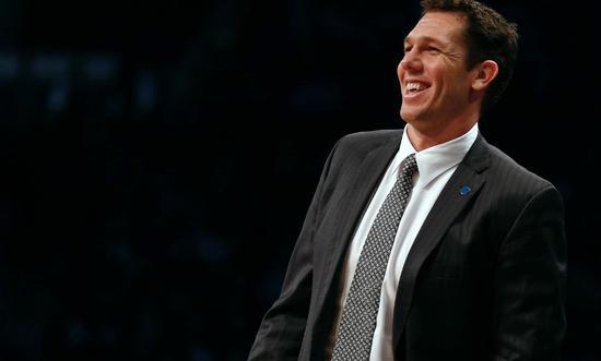 不到24小时,沃顿在湖人下课后签下4年新合同 NBA新闻 第3张