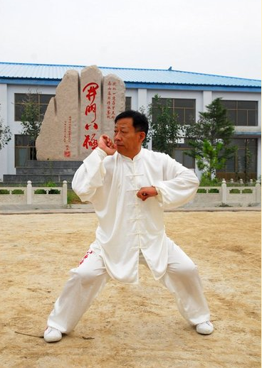 八级拳代表人物吴连枝签署合同