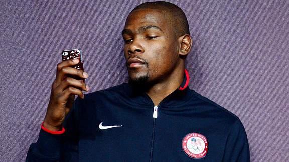 什么叫五彩斑斓的黑啊?杜兰特的人生就是! NBA新闻 第1张