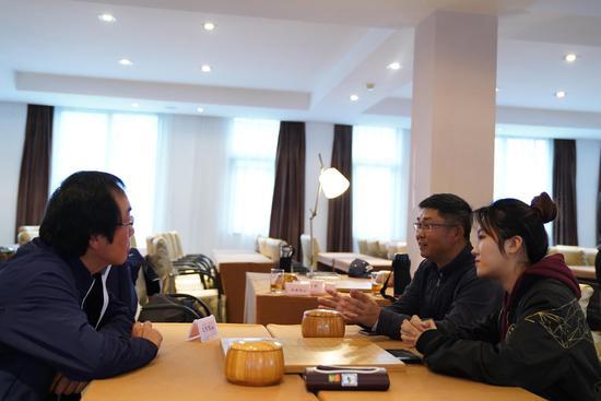 高尔夫围棋同赛形式新颖 韩国选手表示友谊第一