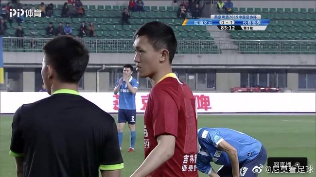 可悲的中国足球!一队同时三门将在场 第4次闹剧