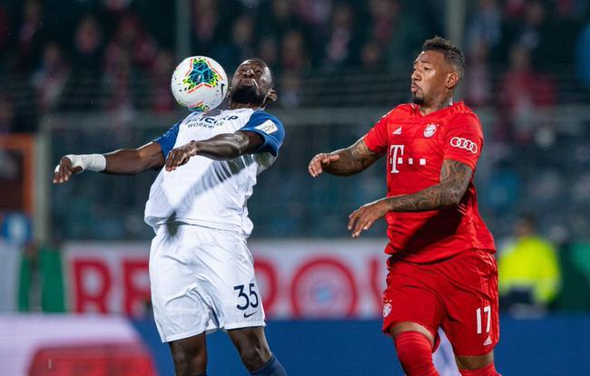 德国杯-格纳布里扳平 穆勒造红牌+绝杀 拜仁2-1