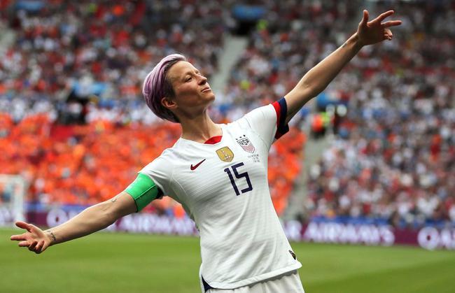 本性十足的美国女足队长拉皮诺埃
