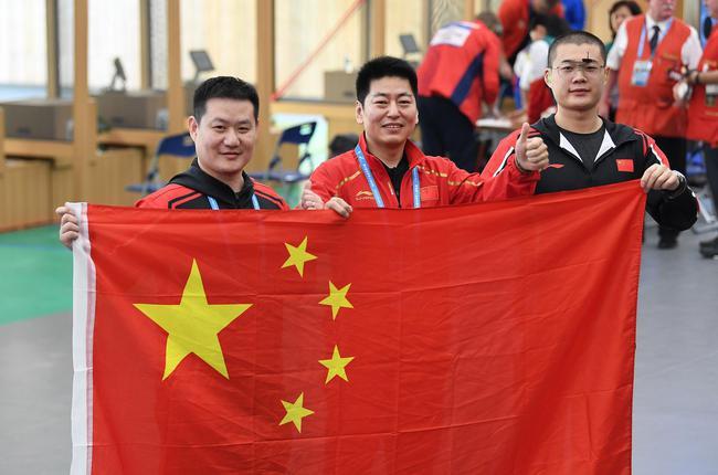 男子25米手枪军事速射团体夺中国首金