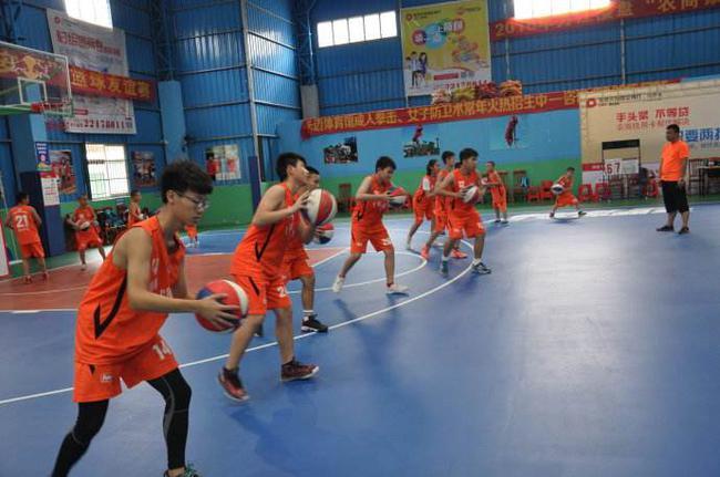 篮球训练营(资料图)
