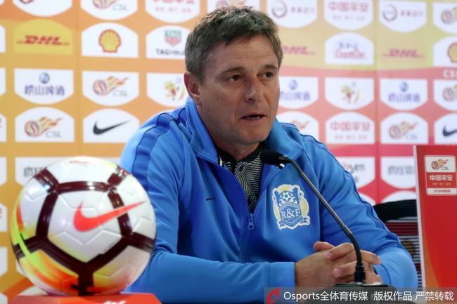 斯托伊科维奇出席赛前新闻发布会