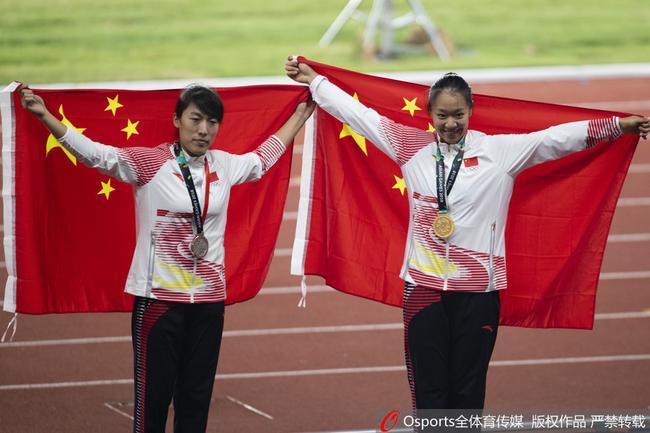 刘诗颖(右)夺冠,吕会会亚军