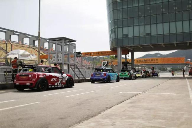 泛珠三角超级赛车节秋季赛的MINI亚洲挑战赛拉开战幕