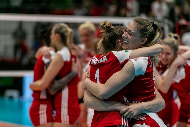 瑞士女排赛波兰3-1日本首夺冠 拦网18-3碾压敌手