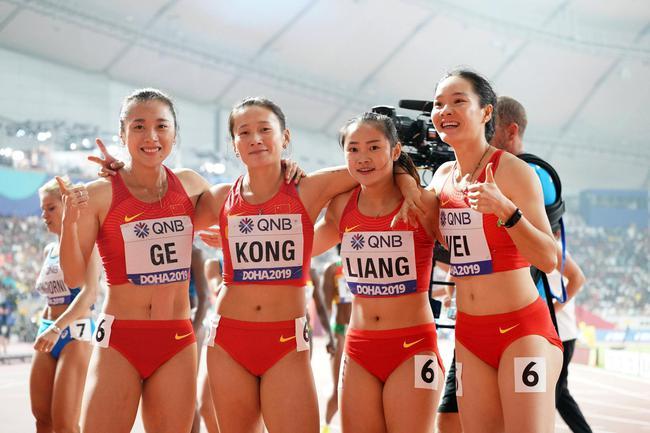 中国接力女队合影