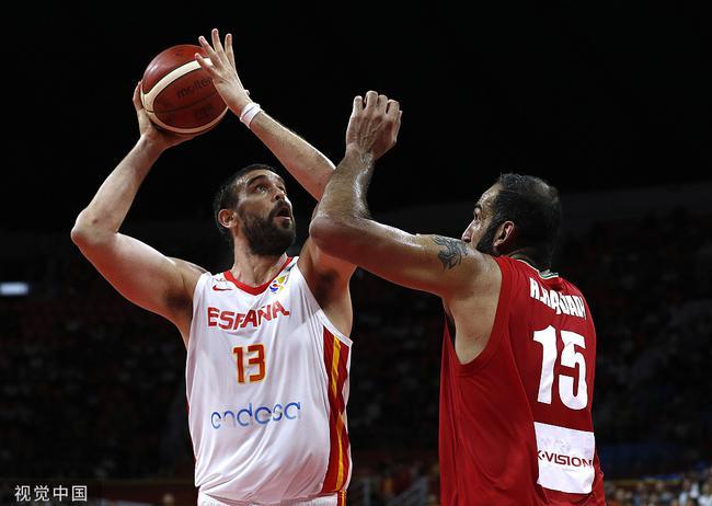 小加致胜超远三分!西班牙险胜伊朗锁小组第一