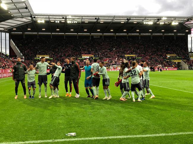 亚博体育-德甲-莱万助攻蒂亚戈 拜仁两中框+伤两将2-1客胜