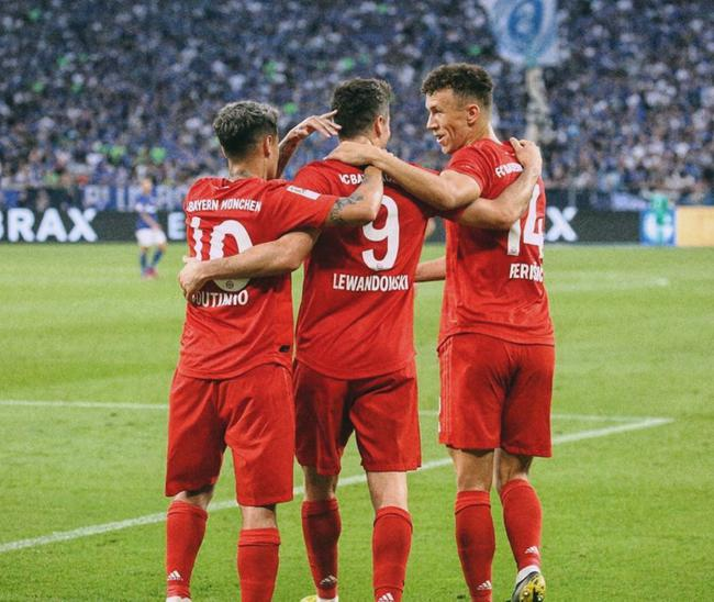库蒂尼奥和佩里西奇两位新援祝贺莱万