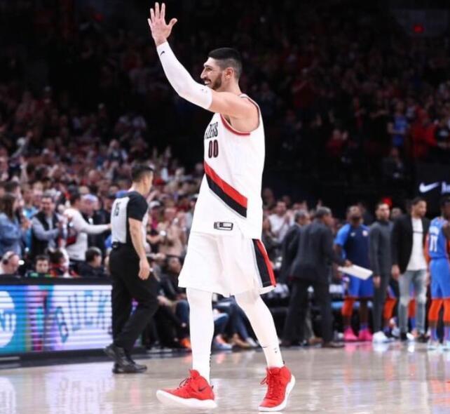 季后赛首战20+18!他却在联盟最烂的队打不上球 NBA新闻