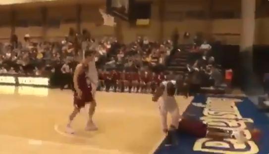 [浪]慎点!篮球史上最恐怖盖帽弹跳太好也危险-gif