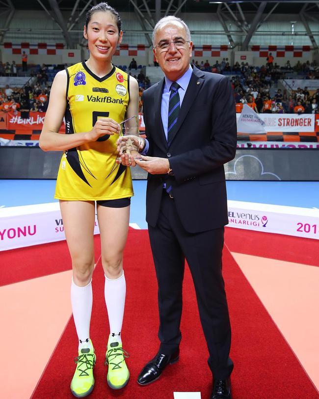 朱婷斩获2018-19土耳其女排联赛MVP