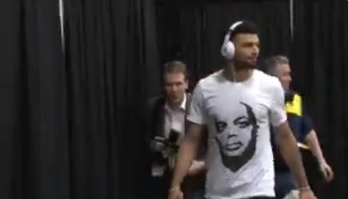 穆雷穿上这件T恤后,巴克利高呼掘金本场必胜