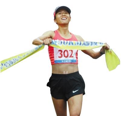 今年3月,刘虹在全国竞走大奖赛上,以3小时59分15秒夺冠,成为该项目首位打开4小时大关的女选手。