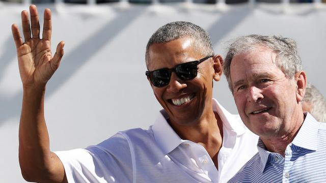 小布什与奥巴马亮相去年总统杯