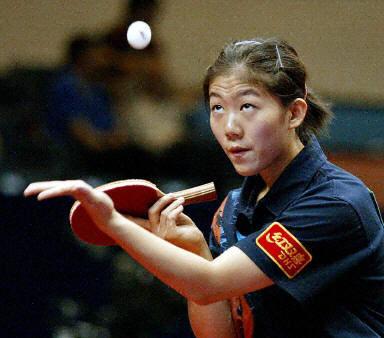 图文-女乒世界杯激战新加坡 牛剑锋4-0轻取对手