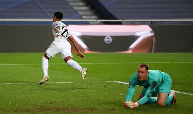 欧冠-惨案!拜仁8-2狂胜巴萨!莱万传射梅西中柱