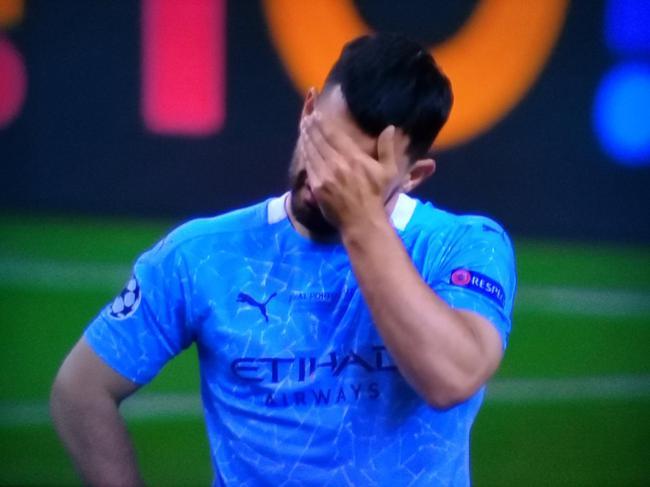 专杀切尔西却未能首发  曼城丢冠阿圭罗在场上哭泣