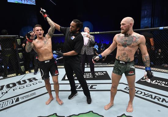 """普瓦里尔站立终结""""嘴炮""""。图/UFC"""