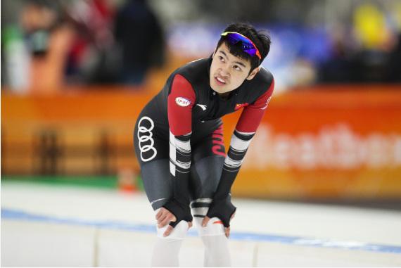 中国选手宁忠岩在比赛后。新华社记者郑焕松摄