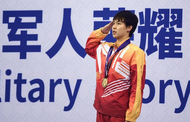 女子100米自由泳杨浚瑄夺冠