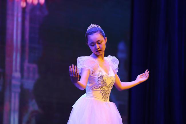 张隽源表演芭蕾
