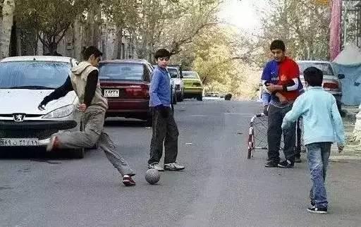 穷困的伊朗 为何成绩甩国足十条街?