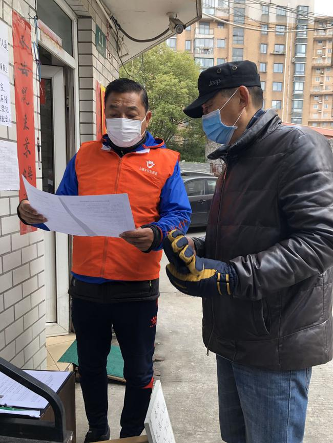 足金聯賽裁判奮戰抗疫 綠茵法官成志愿者守護社區